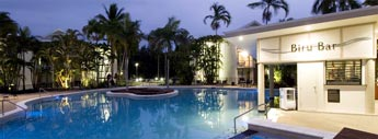 Rydges Sabaya Resort Port Douglas - pool and bar